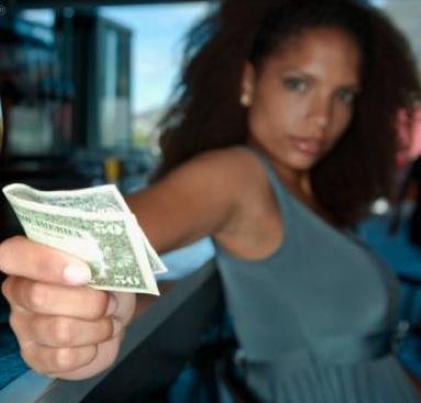 blog-black-woman-holding-money